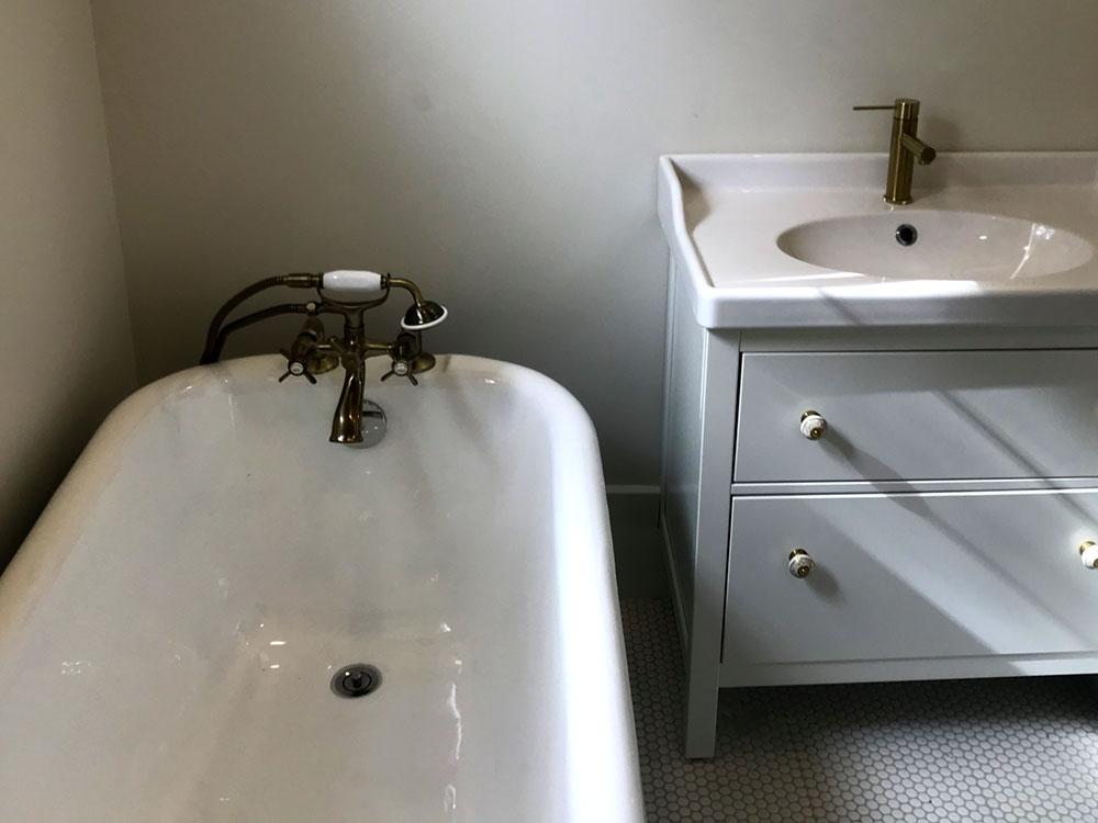 Claw Tub & Vanity
